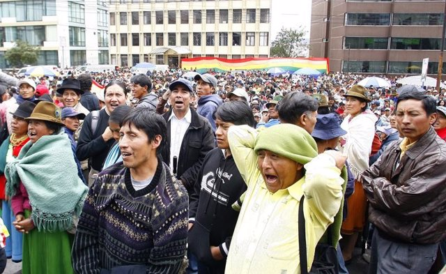 Indígenas en Ecuador