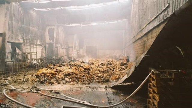 Incendio en la nave de Benifaió