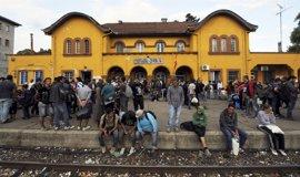 Macedonia abre su frontera con Grecia a cientos de refugiados