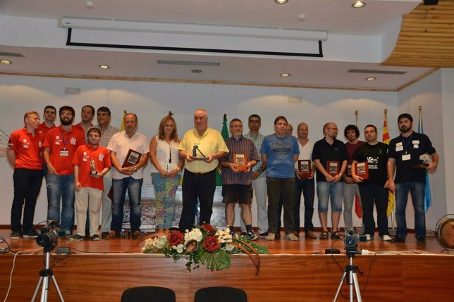 Entrega de trofeos en el campeonato de Ajedrez celebrado en Linares