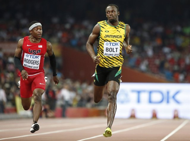 Usain Bolt gana su serie en los 100 en el Mundial de Pekín 2015