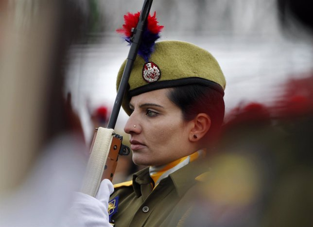 Una mujer policía en India
