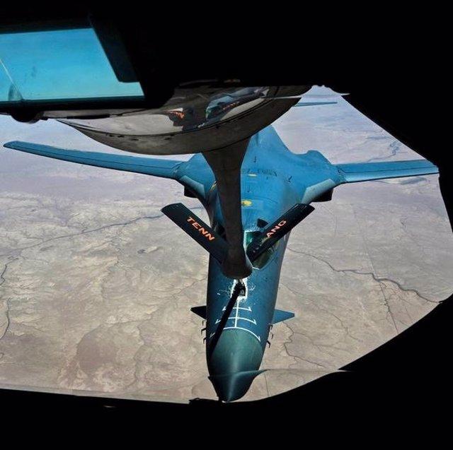Reabastecimiento en vuelo de un B-1B Lancer