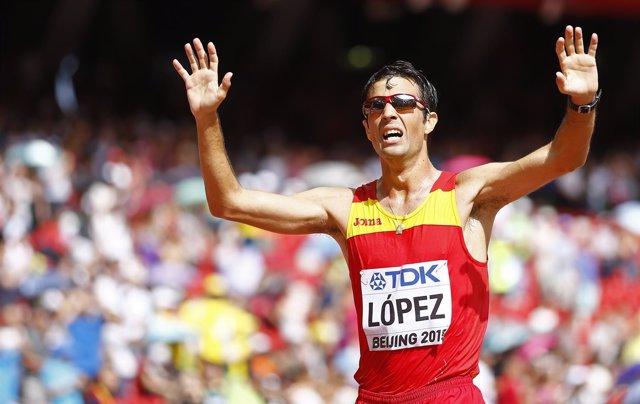 Miguel Angel Lopez celebra su oro en el Mundial de Pekín