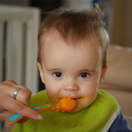 El pediatra, el más influyente en la alimentación del bebé