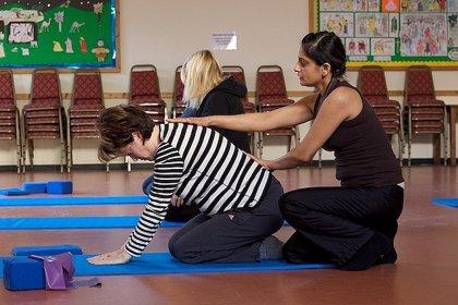 Pilates para aliviar el dolor de espalda de mujeres mayores