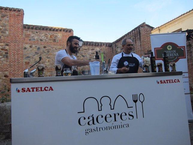 Huecco cocina en Cáceres con su propio aceite 'Dame vida'