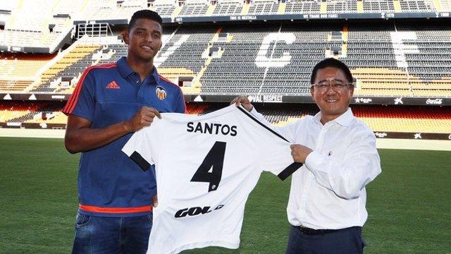 El Valencia ficha al central Aderllan Santos