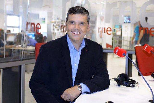 El periodista Alfredo Menéndez, presentador de 'Las mañanas de RNE'