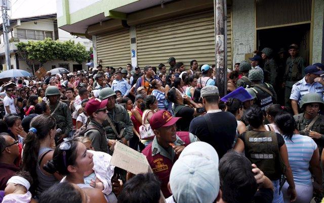 Cola para comprar en el supermercado, Venezuela
