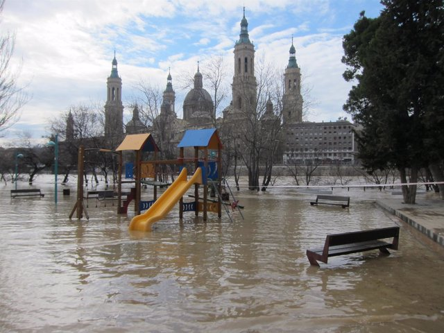 Crecida extraordinaria del río Ebro a principios de marzo, en Zaragoza