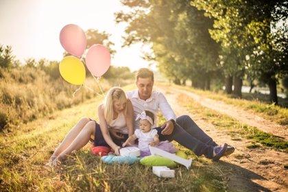 Las parejas que crían juntos a los hijos son más felices