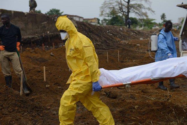 Patrulla de enterramiento en Sierra Leona por el ébola
