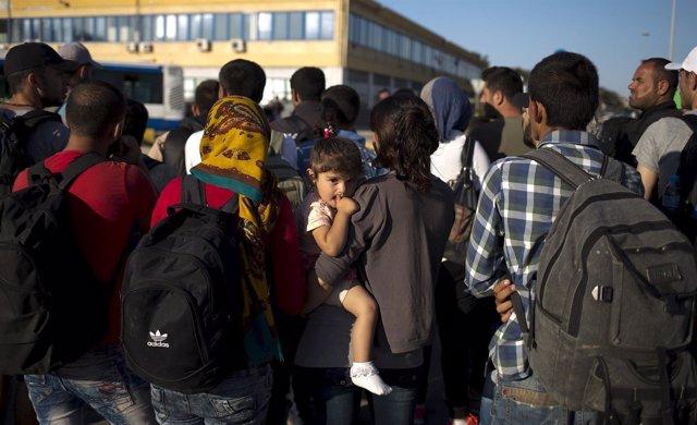 Inmigrantes y refugiados llegan a Grecia