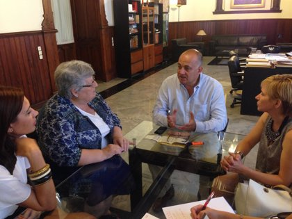 Valencia traslada su apoyo a la Asociación de Familiares de Enfermos de Alzheimer
