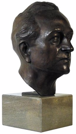 Busto de Jacinto Higueras Cátedra.