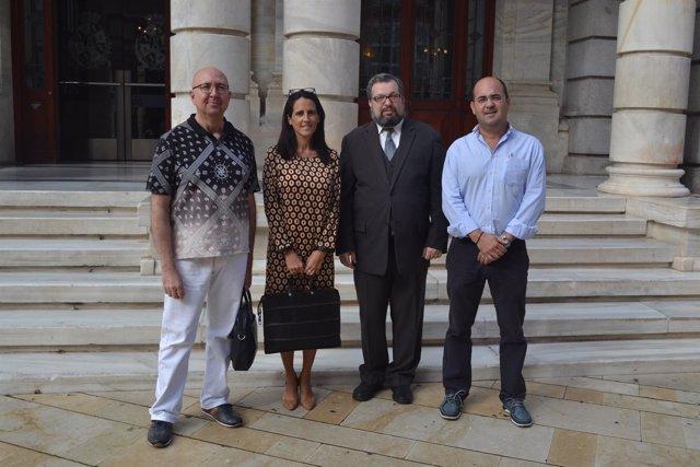 El empresario israelí durante su visita al Ayuntamiento de Cartagena