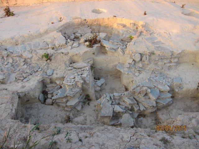 Los nuevos dólmenes de Valencina siguen sin cubrir.
