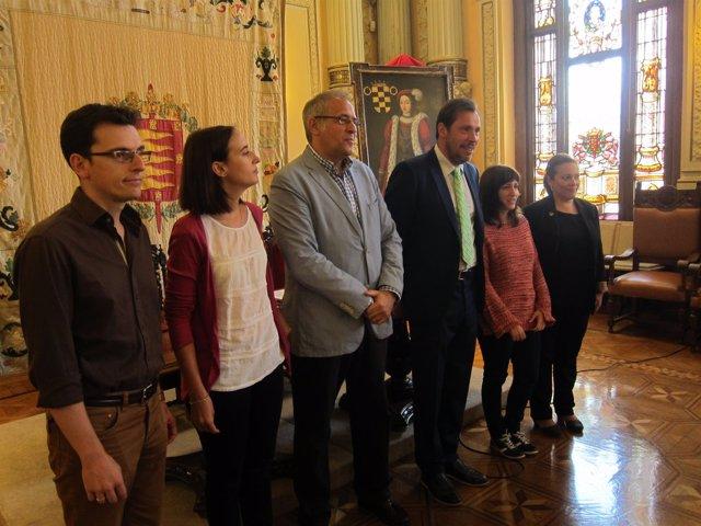 El alcalde de Valladolid junto con los portavoces de los Grupos Municipales