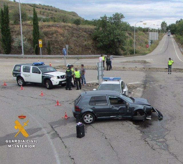 Vehículos accidentados tras un atraco en Navarrete