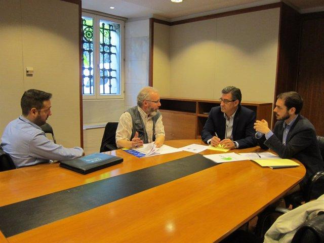 Ignacio Prendes, diputado de C's en Asturias, junto a representantes de Asvecar