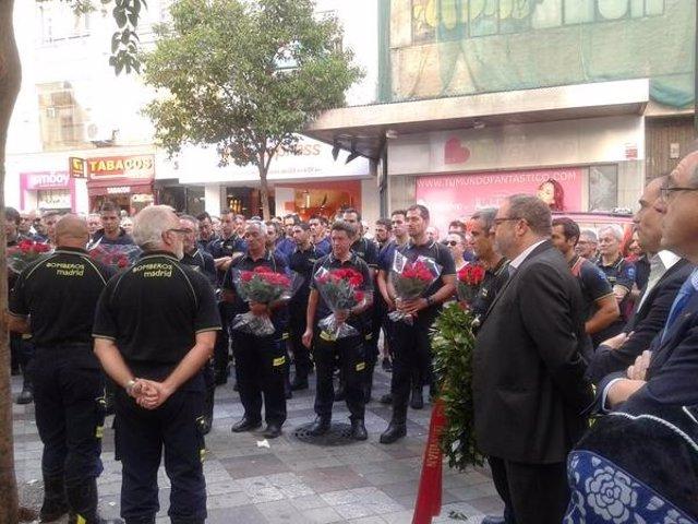 Homenaje  a los diez bomberos que murieron en el incendio de los Almacenes Arias