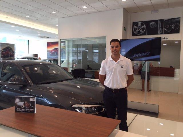 Está formado como experto en productos automovilísticos.