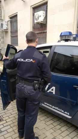 Agente de la Policía Nacional en la comisaría de Jaén