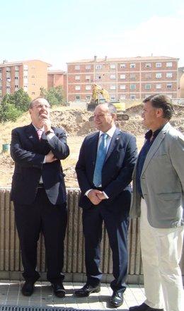 Rey (i), en el campus de Segovia