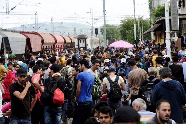 Inmigrantes en Gevgelija tras cruzar desde Grecia