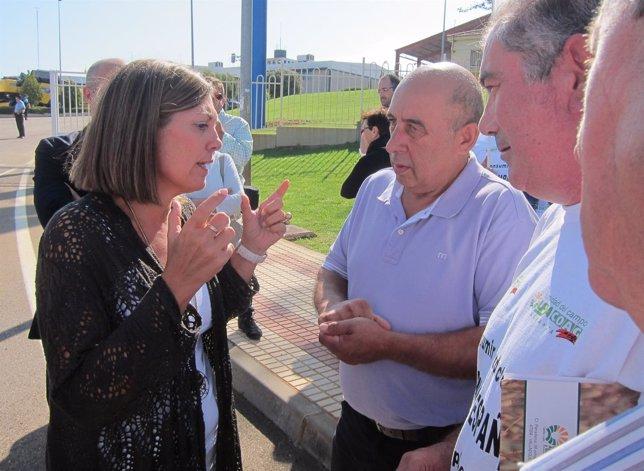 Milagros Marcos habla con representantes de UPA y COAG