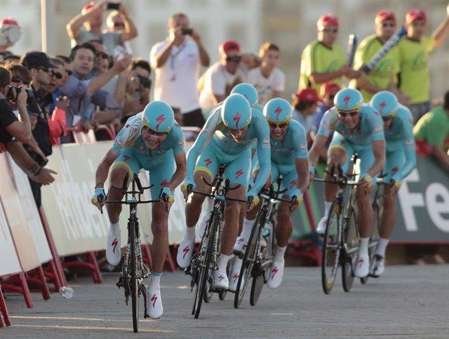 El equipo Astana se lleva la primera etapa de la Vuelta