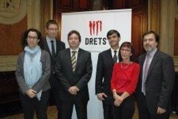La asociación Drets lleva a Felipe González a Fiscalía