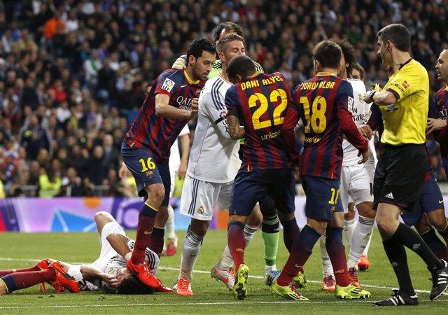 Busquets en el clásico ante el Real Madrid