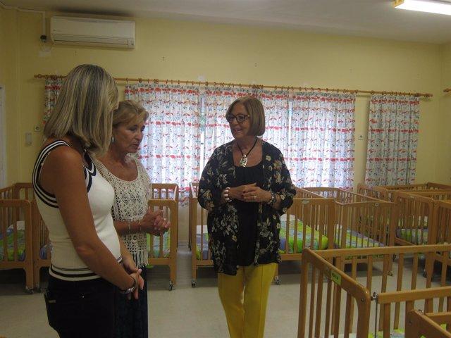 La consejera de Educación, Adelaida de la Calle, en un centro infantil en Málaga