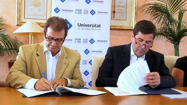 Firma de convenio entre la UIB y Hotelbeds