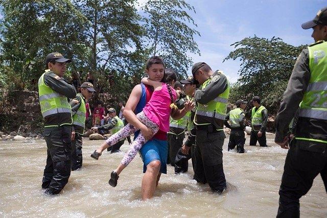 Deportados colombianos en frontera Venezuela Colombia