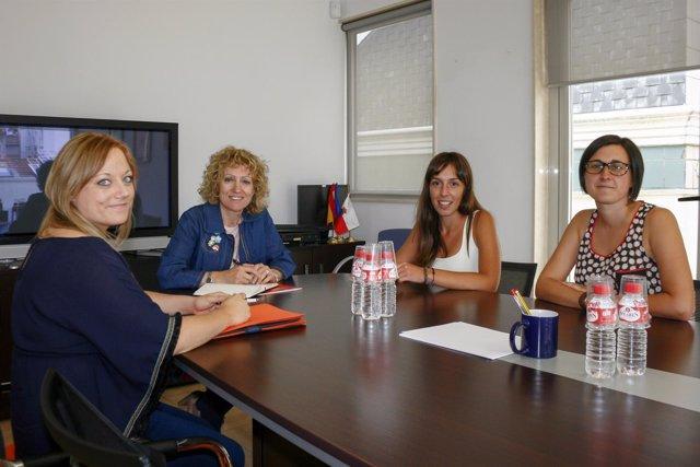 Díaz Tezanos con educadores sociales