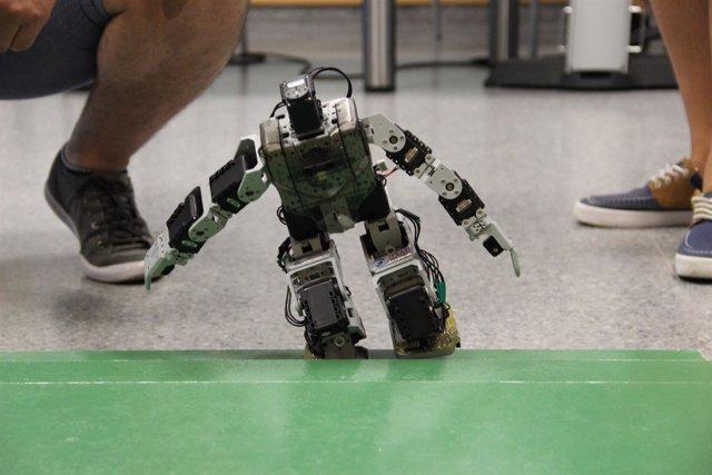 Lla UPV gana de nuevo el concurso nacional de robots humanoides