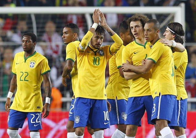 Neymar lidera a Brasil ante una floja Turquía