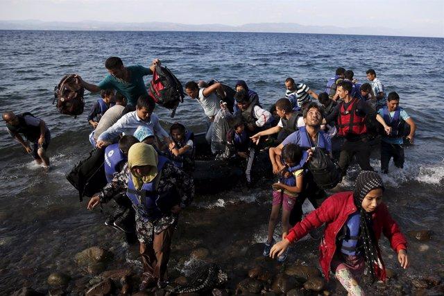 Refugiados afganos desembarcan en Lesbos