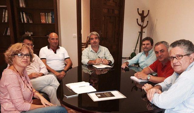 Ruz (izda.) en la reunión con la asociación