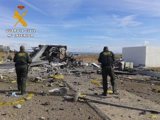 TEDAX tras la explosión en Pirotecnia Zaragozana