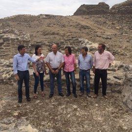 Cultura.- Aguilar anuncia un plan de actuación para hacer visitable el yacimiento arqueológico de Ategua
