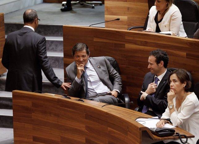 Fernando Lastra, de espalda, tras intervenir