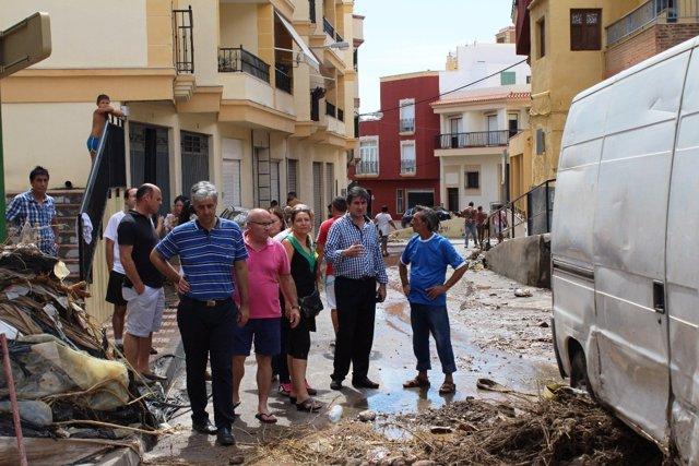 Manuel Cortés inspecciona las consecuencias de las lluvias torrenciales en Adra