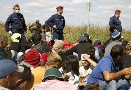 La frontera de Hungría, un desafío para refugiados y policías