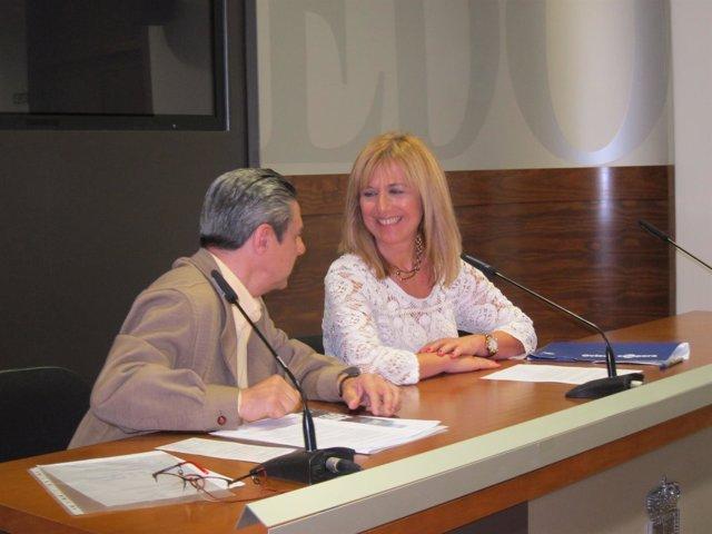 Marisa Ponga, edil de Atención a las personas, junto a Hilario Paz, del Teléfono