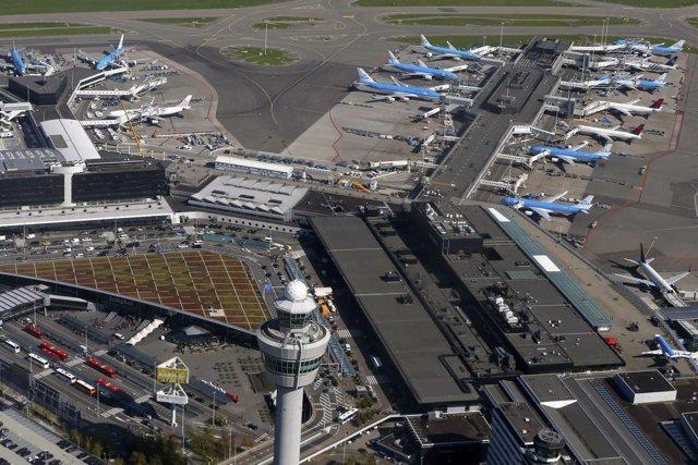 Vista aérea del Aeropuerto Schiphol de Ámsterdam