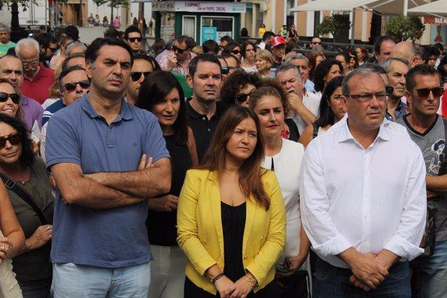Verónica Pérez (PSOE) en concentración de apoyo a los refugiados